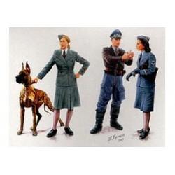 """WOMEN AT WAR"""" 1/35"""