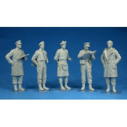 BRITISH OFFICERS 1/35