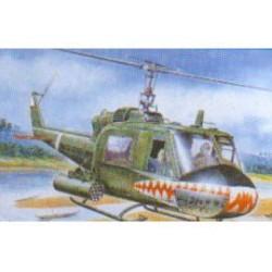 UH-1 GUNSHIP  1:72