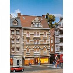 HO stadshuis met winkelpand 125x183x203mm