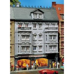HO stadshuis met pizzaslingeraar 145x127x203mm