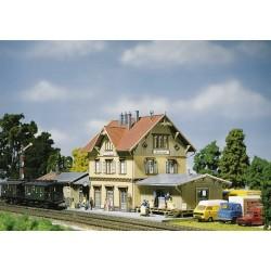 "HO station ""Guglingen + bijgebouw"" 45x14x14cm"