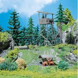 HO wildtoren met voederhok 68x67x81mm en 44x41x40mm