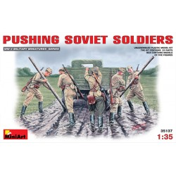 PUSHING SOVIET SOLDIERS 1/35