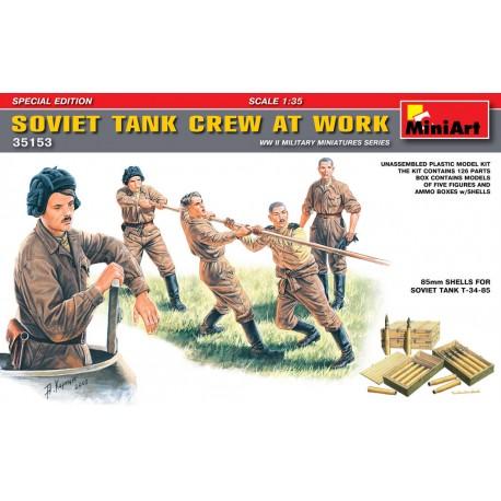 SOVIET TANK CREW AT WORK 1/35
