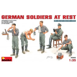 GERMAN SOLDIERS AT REST 1/35