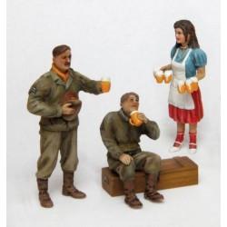 SOLDATEN DRINKEN EEN BIERTJE 1/35