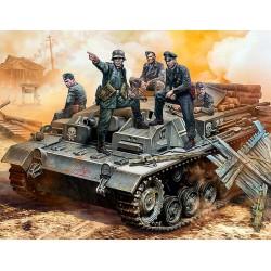 GERMAN STUG III CREW WWII 1/35