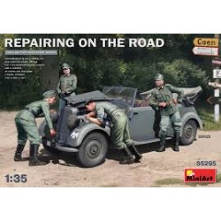 REPAIRING ON THE ROAD 1/35